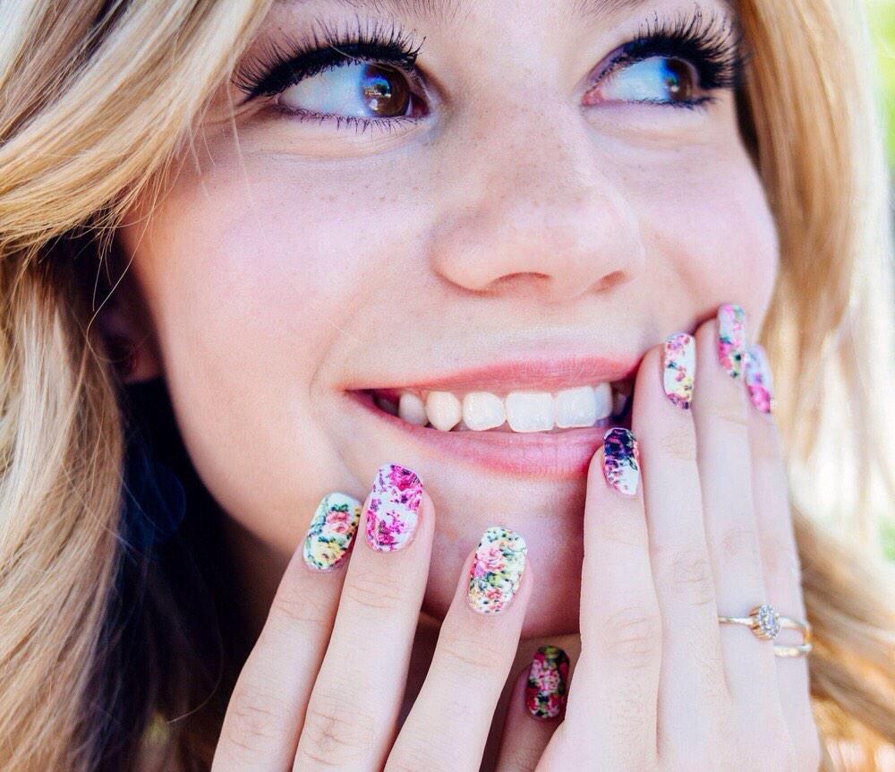 Genevieve Hannelius - Make Me Nails Photoshoot
