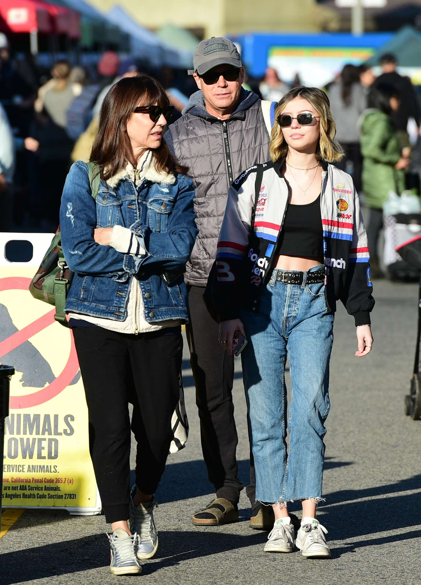 Genevieve Hannelius 2018 : Genevieve Hannelius: Shopping at Farmers Market -03