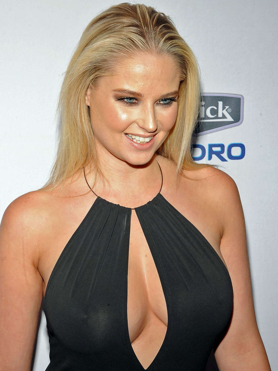 Back to FULL gallery Genevieve Morton – 2015 Sports Illustrated ...