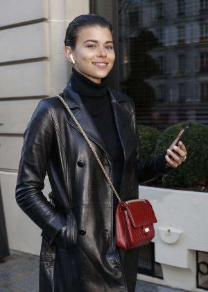 Georgia Fowler - Leaving her hotel in Paris
