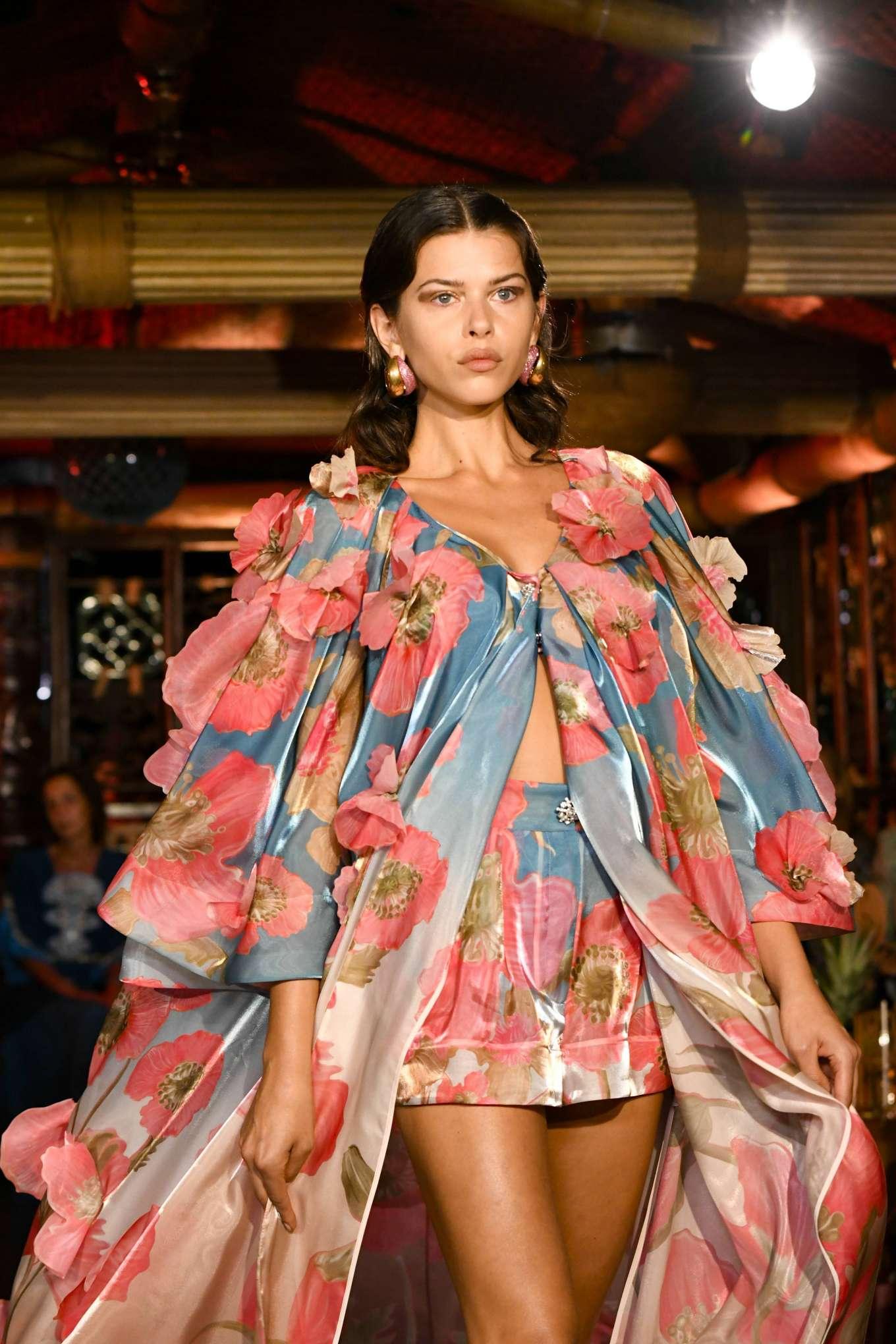 Georgia Fowler See Through At Milan Fashion Week - Hot And