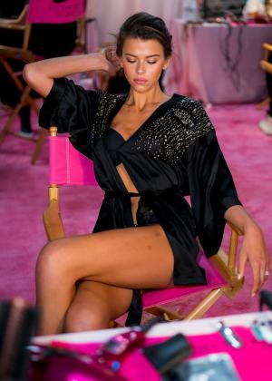 Georgia Fowler - Victoria's Secret Fashion Show 2018 Backstage in NY