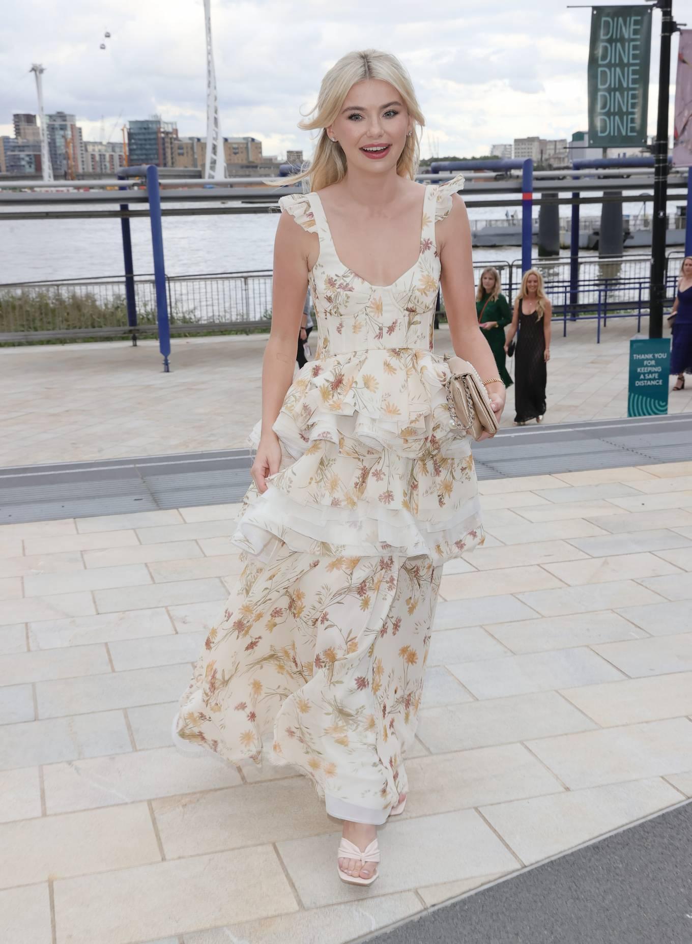 Georgia Toffolo - Posing at the NTA awards in London