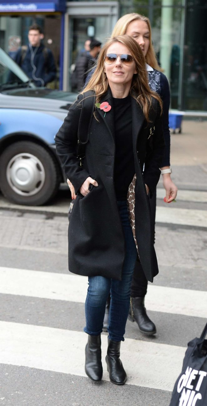 Geri Halliwell: Arriving at Manchester Piccadilly Train Station -01