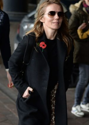 Geri Halliwell - Arriving at Manchester Piccadilly Train Station