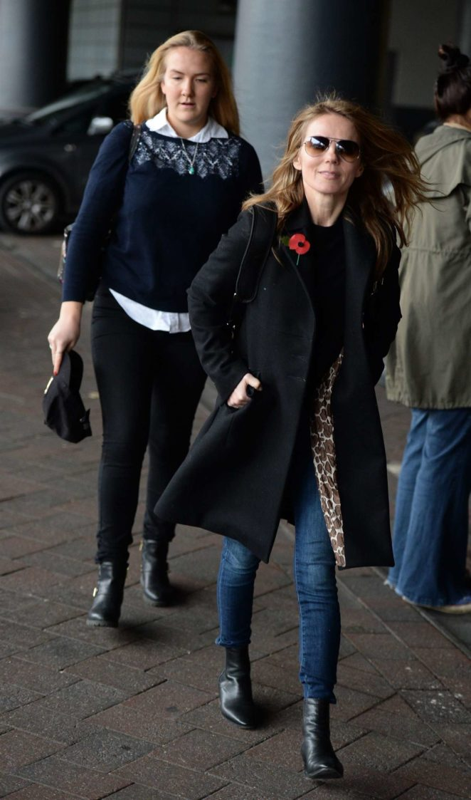Geri Halliwell: Arriving at Manchester Piccadilly Train Station -05
