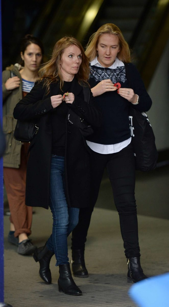 Geri Halliwell: Arriving at Manchester Piccadilly Train Station -07
