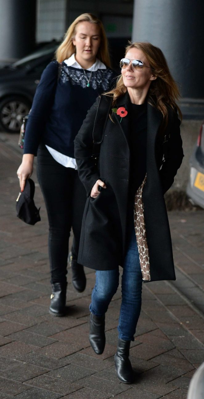 Geri Halliwell: Arriving at Manchester Piccadilly Train Station -10