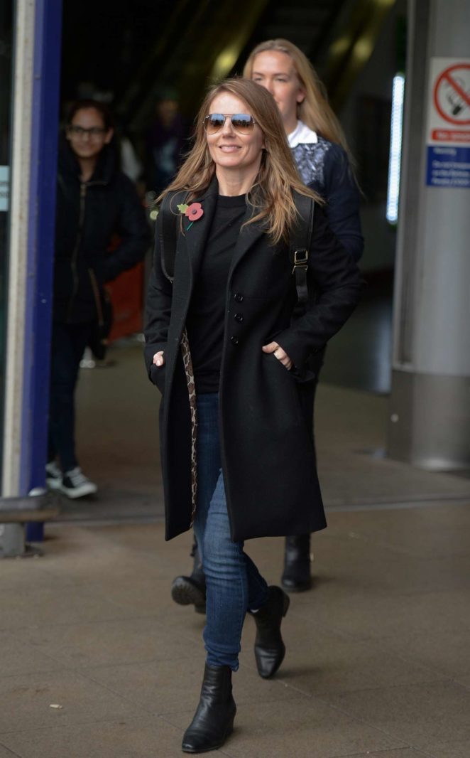 Geri Halliwell: Arriving at Manchester Piccadilly Train Station -11