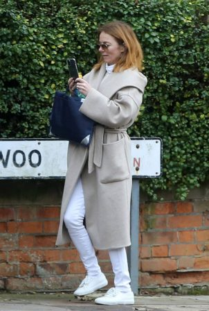 Geri Halliwell - Out for a walk in London