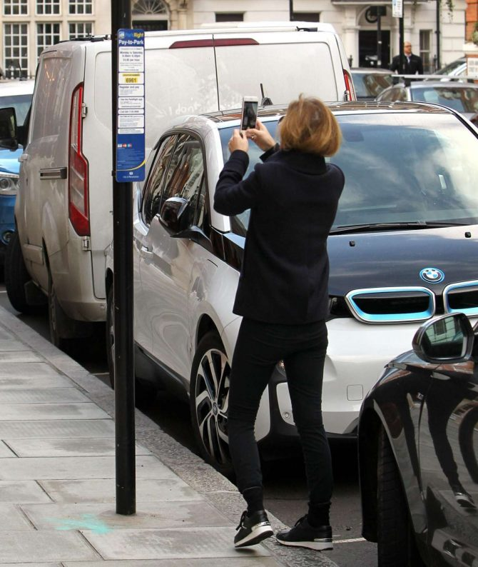 Geri Halliwell: Out in London -07