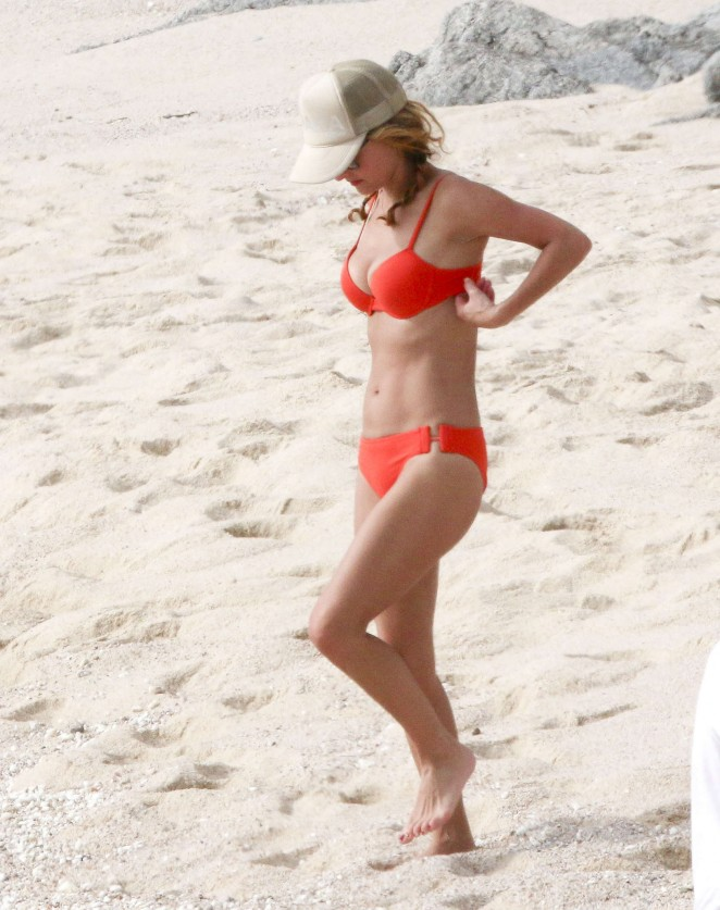 Giada De Laurentiis in a Bikini - YouTube