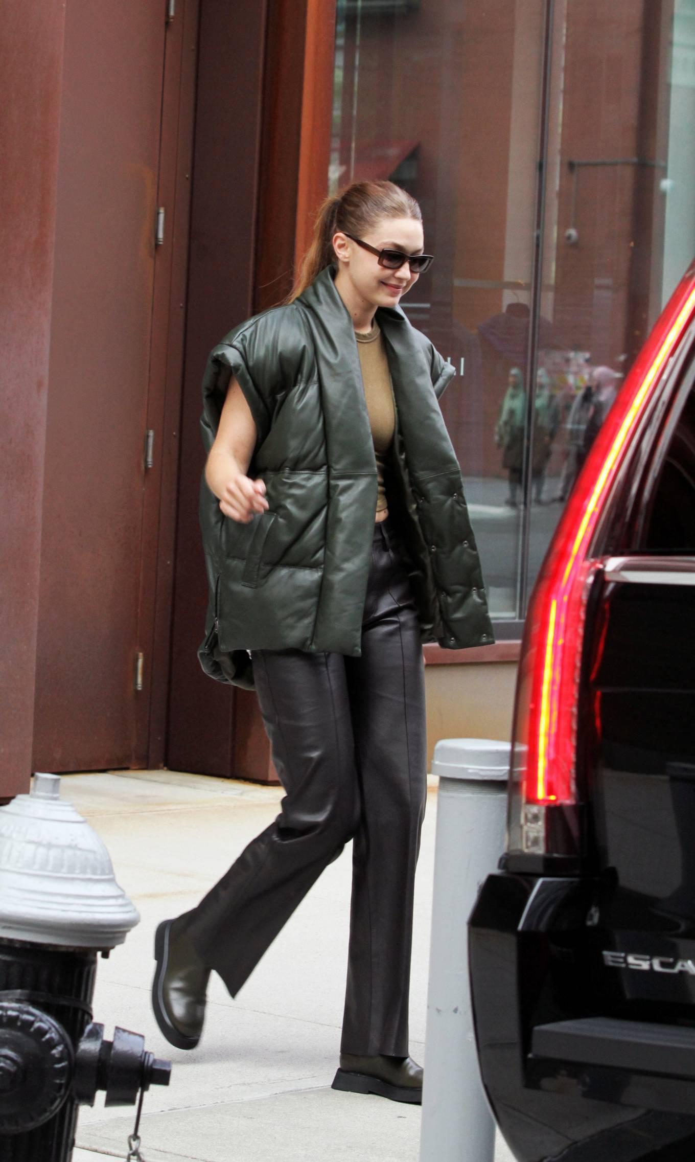 Gigi Hadad - Seen Leaving her apartment in New York