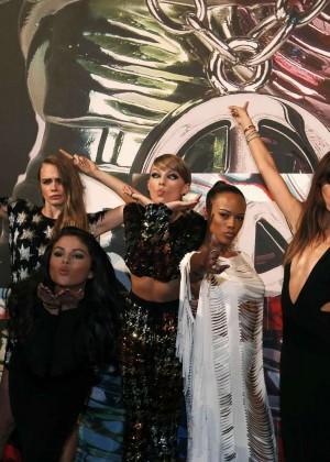 Gigi Hadid: 2015 MTV Video Music Awards -04