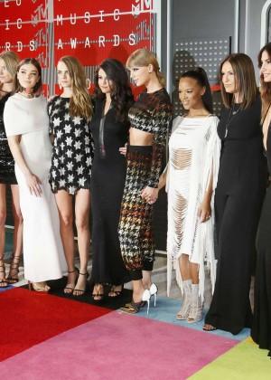 Gigi Hadid: 2015 MTV Video Music Awards -06