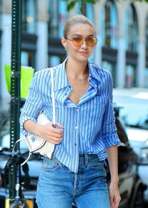 Gigi Hadid - Arrives at her apartment in New York City