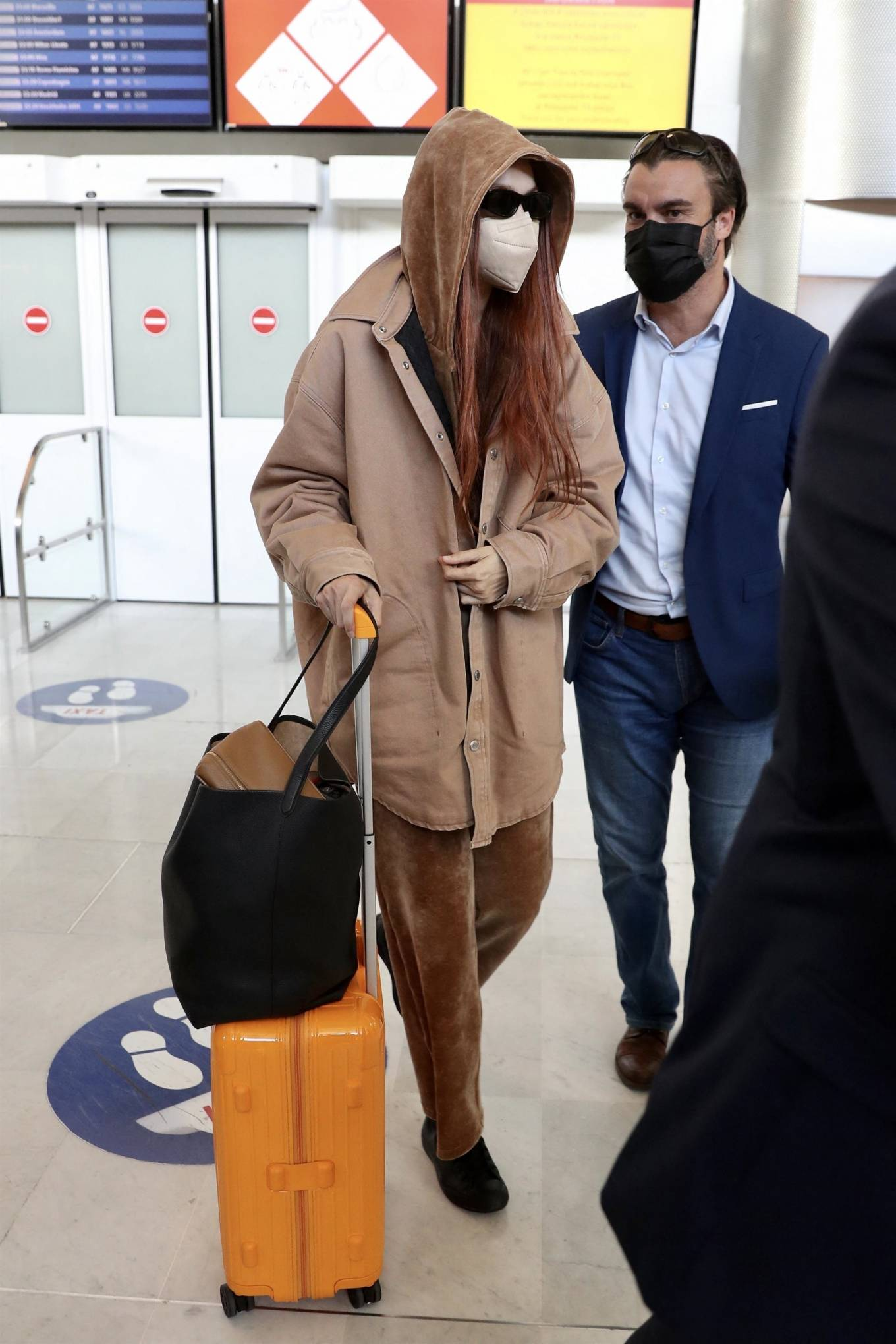 Gigi Hadid - Arrives at Paris-Charles de Gaulle Airport