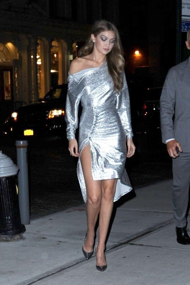 Gigi Hadid - Arrives home in New York