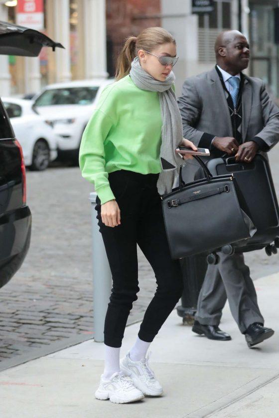 Gigi Hadid: Arriving at her apartment in Manhattan -01