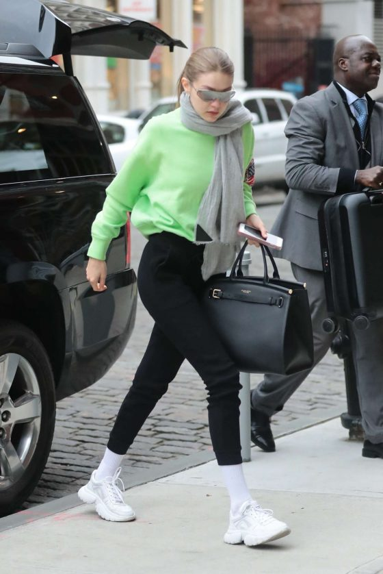Gigi Hadid: Arriving at her apartment in Manhattan -04