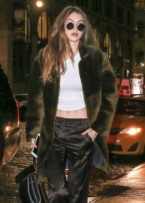 Gigi Hadid - Arriving at her apartment in New York City
