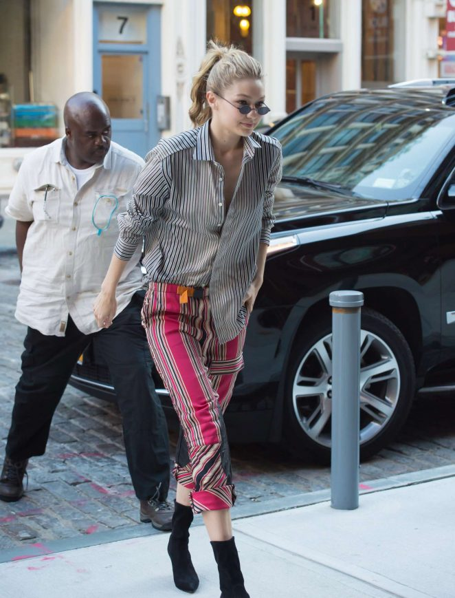 Gigi Hadid - Arriving back at her apartment in New York City