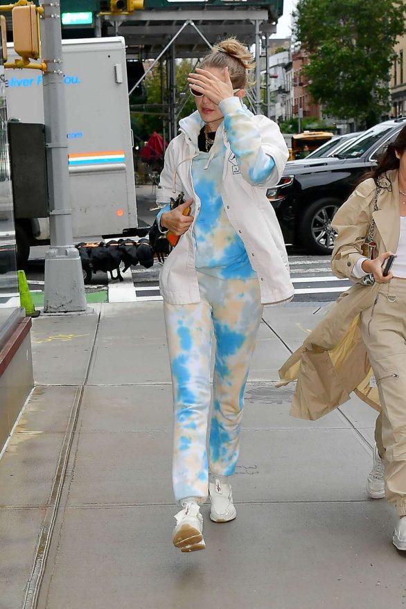 Gigi Hadid - Arriving home in New York