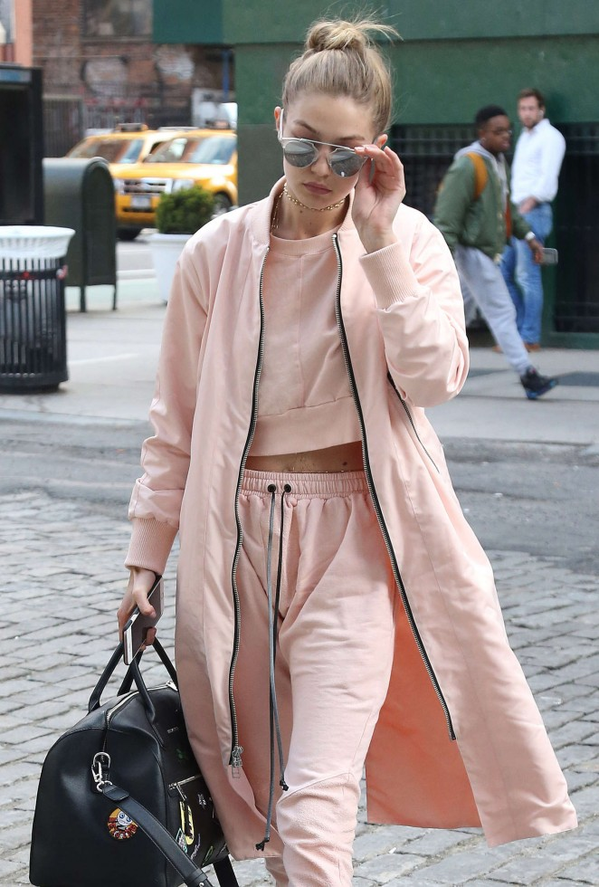 Gigi Hadid - Arriving to her hotel in New York City