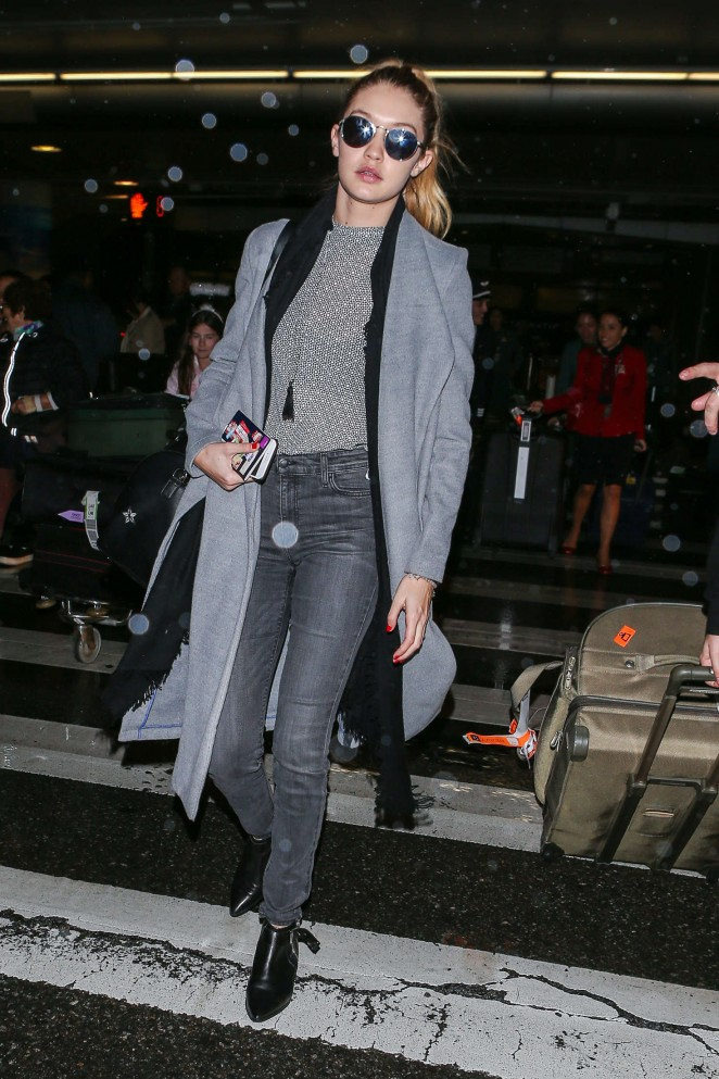Gigi Hadid at LAX Airport -26