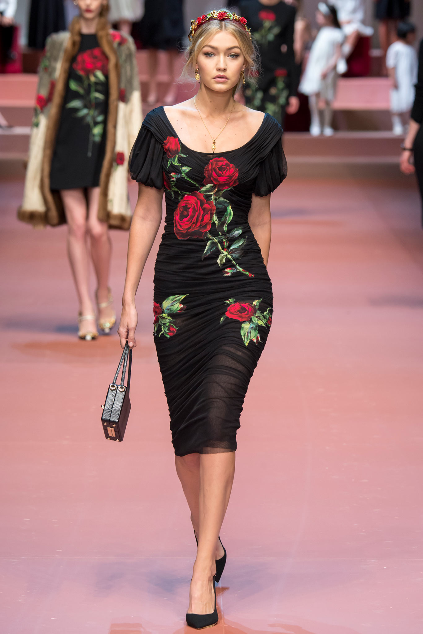 Gigi hadid dolce and gabbana fashion show 2015 02 gotceleb Style me pink fashion show