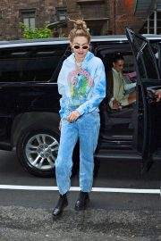 Gigi Hadid - Head to Her Home in New York