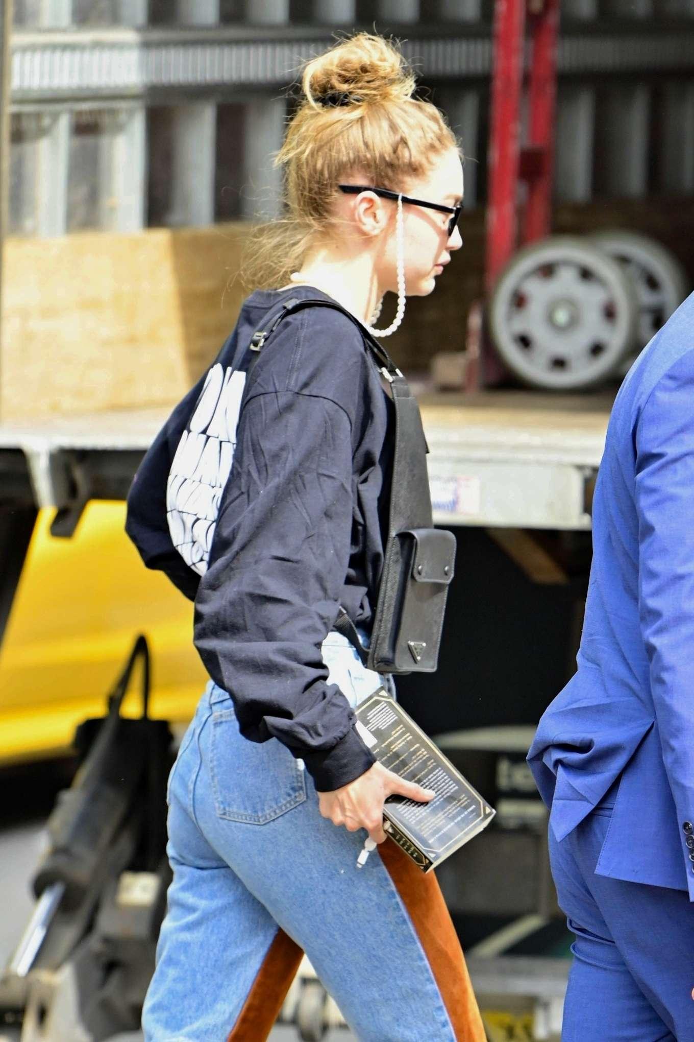 Gigi Hadid - Heading to a photoshoot in NYC