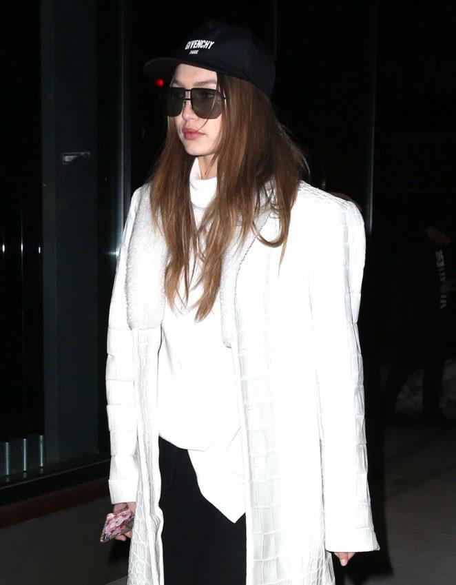Gigi Hadid heading to her apartment -08