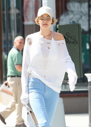 Gigi Hadid - Heading to lunch in New York