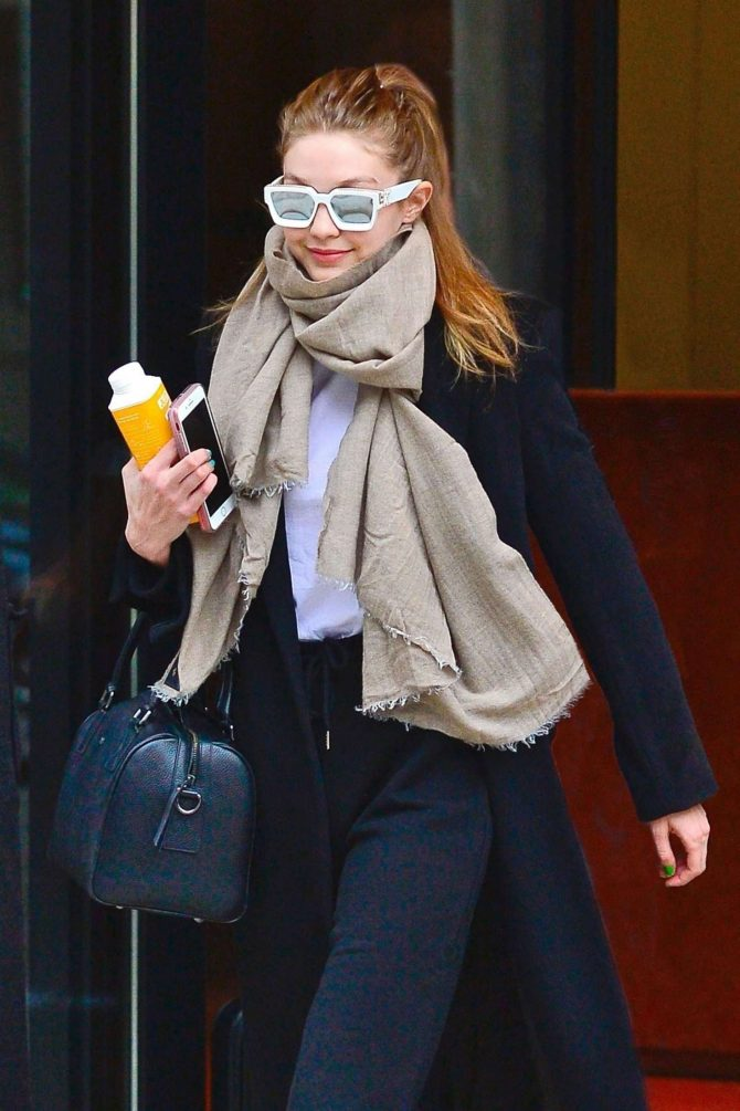 Gigi Hadid - Heads out from her apartment in NYC