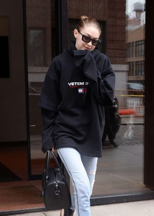 Gigi Hadid - Heads to a photoshoot in NYC