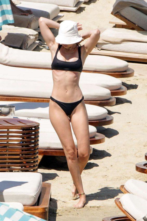 Gigi Hadid 2019 : Gigi Hadid in Black Bikini 2019-10