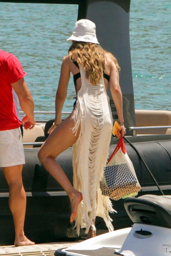 Gigi Hadid 2019 : Gigi Hadid in Black Bikini 2019-22