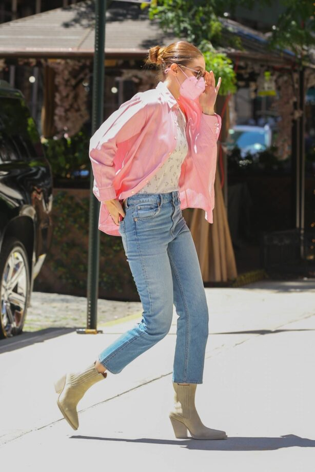 Gigi Hadid - In denim out in New York