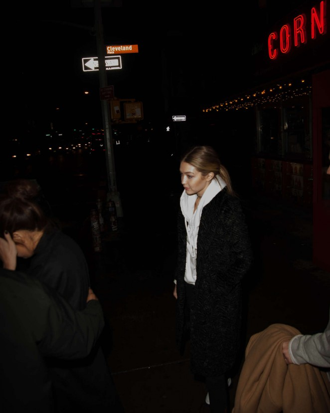 Gigi Hadid: La Esquina Corner Deli -08