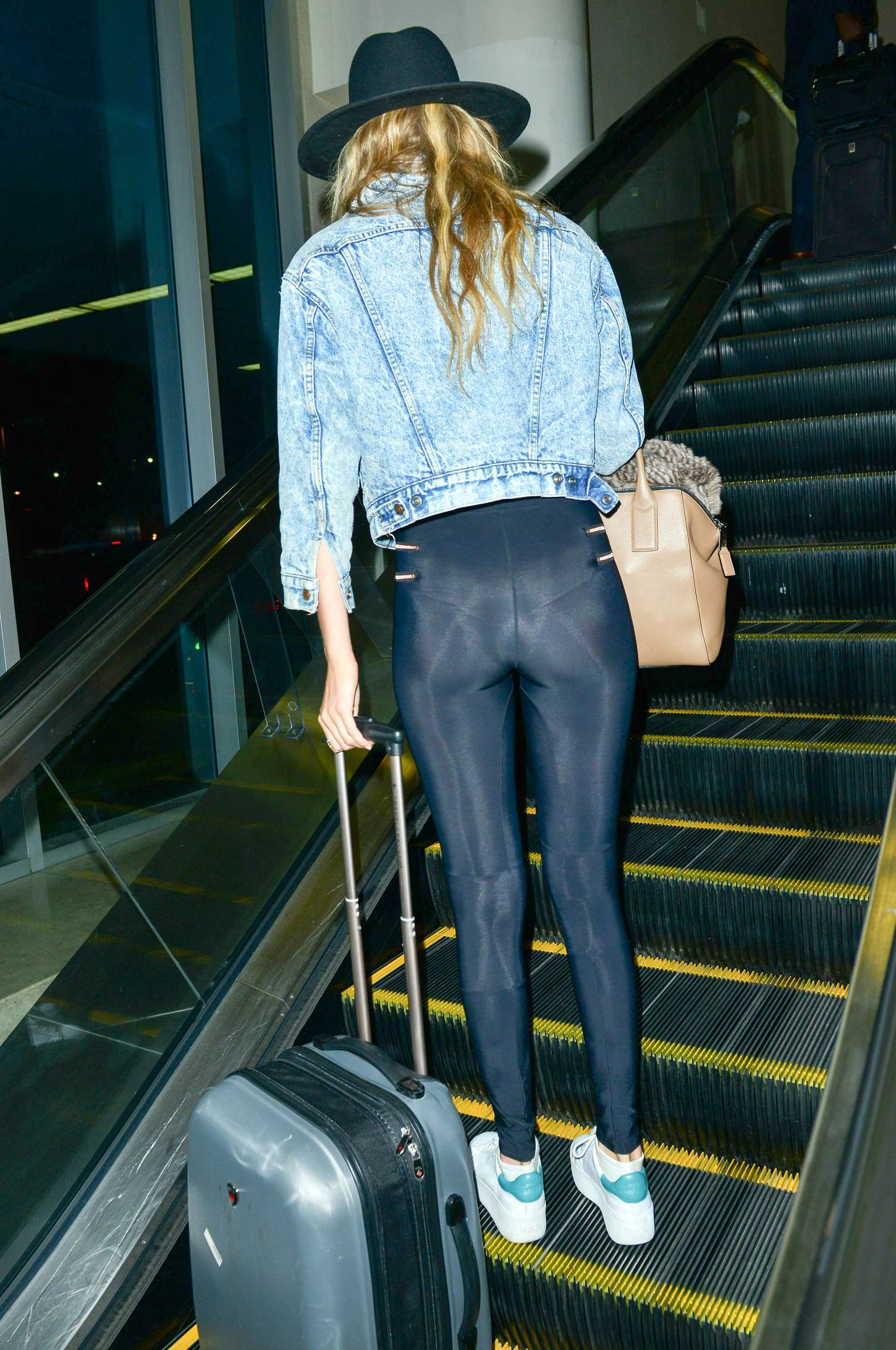 Gigi Hadid Booty In Tights 18 Gotceleb