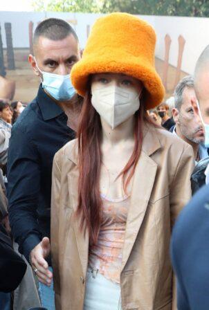 Gigi Hadid - Leaves the Tod's show during Milan fashion week