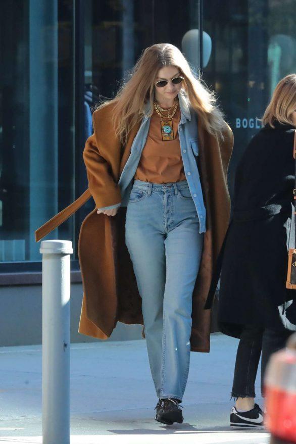 Gigi Hadid - Leaving her apartment in New York