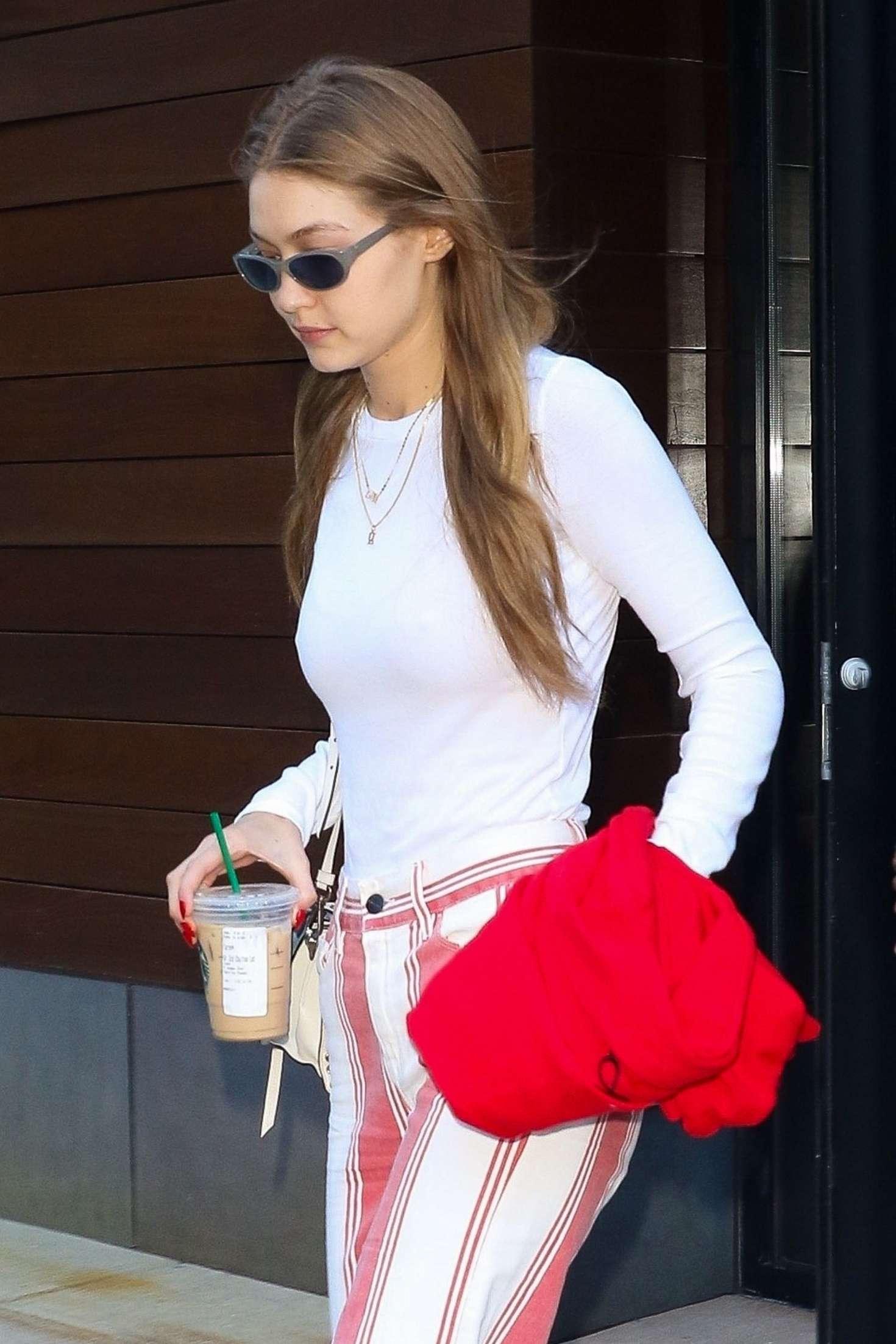 Gigi Hadid - Leaving her New York home