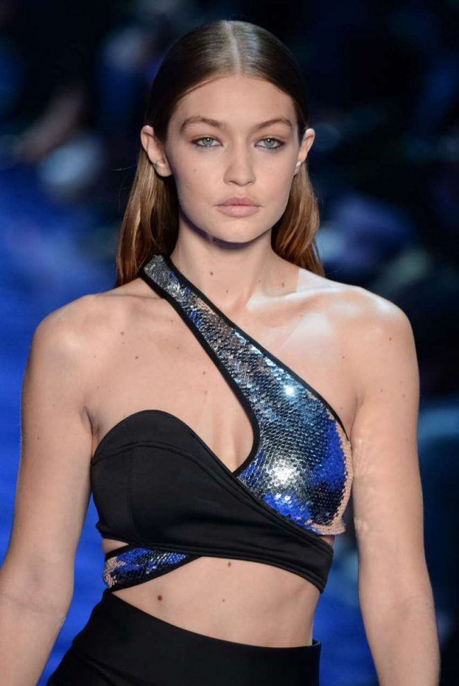Gigi Hadid - Mugler Fashion Show SS17 in Paris