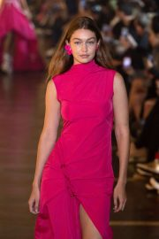 Gigi Hadid - Off-White Womenswear Runway Show at Paris Fashion Week