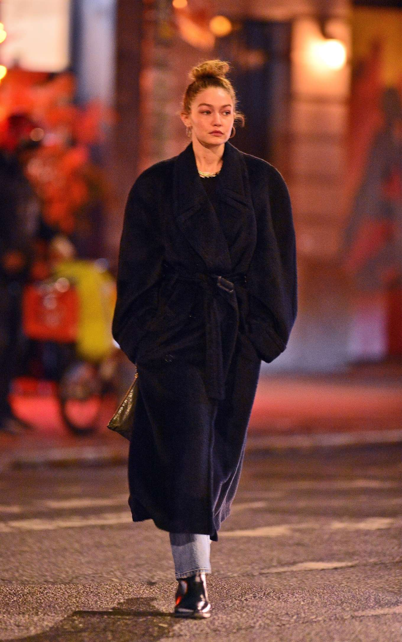 Gigi Hadid - Out for a walk with friends in Soho