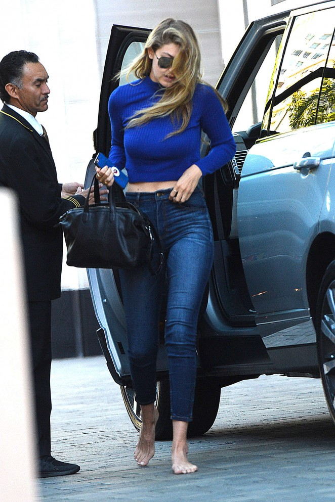 Gigi Hadid Booty in Jeans -05