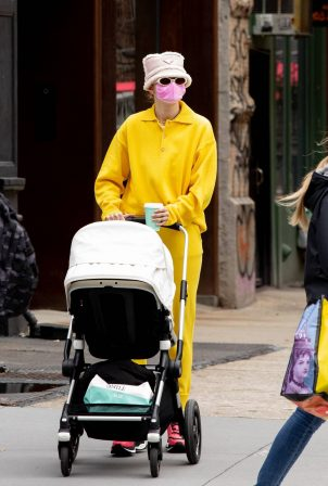 Gigi Hadid - Out with her baby in New York