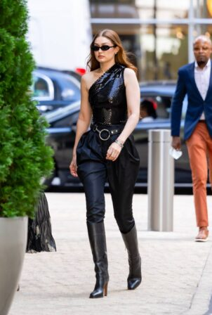 Gigi Hadid - Photoshoot candids in New York City